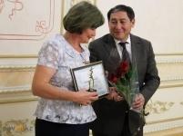 Аким Павлодара наградил лучших педагогов города