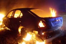 В Прииртышье автомашина, врезавшись в дерево, полностью сгорела