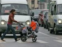 """Неизвестный водитель """"Тойоты"""" спас женщину и ребенка"""
