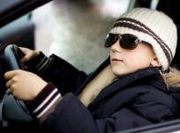 Павлодарец посадил за руль авто своего десятилетнего сына
