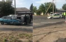 В Павлодаре столкнулись три автомашины, одна из которых перевернулась