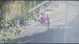 Из-за шаров и смартфона девушка стала жертвой нападения