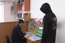 Павлодарцу грозит штраф до 50 тысяч тенге за расклеивание объявлений