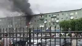 Пожар в Экибастузе: Женщину с двумя детьми спасли через крышу горящего дома