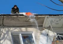 Городские власти просят павлодарцев сообщать о местах свисания сосулек
