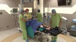 Турецкие врачи бесплатно провели операцию лишившейся рук алматинке