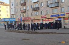 Павлодарцы выстраиваются в очередь за многоразовыми масками