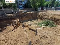 Жители очередного дома в Павлодаре пожаловались на снос деревьев во дворе ради строительства