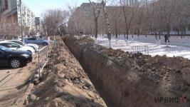 Ни пройти, ни проехать: в Павлодаре ремонтируют водопровод