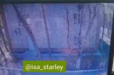 Двое парней выпрыгнули с третьего этажа военкомата в Павлодаре