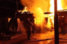 В Павлодаре за минувшие сутки на пожаре погиб человек и сгорела машина