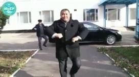 Танцующий ректор вуза из Павлодара удивил Казнет