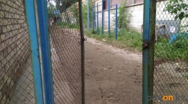 Свободную территорию у помещения ДЮСШ №1 планируют превратить в спортивную площадку