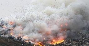 Жители задыхаются от сильного запаха гари, который распространяется со стороны городской свалки