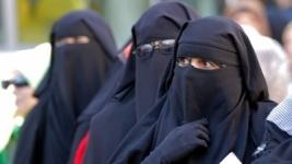 В Швейцарии мусульманкам запретили носить паранджу в общественных местах