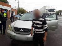 В Павлодаре мужчина оставил машину с ключами на заправке и ушел платить за бензин