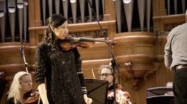 Прославившая Казахстан скрипачка Меруерт Карменова может остаться без инструмента