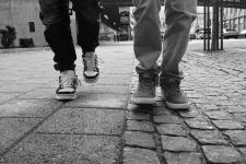 Двое пьяных мужчин преследовали подростков в центре Павлодара