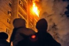 31 человека эвакуировали в полночь павлодарские спасатели из-за пожара в общежитии