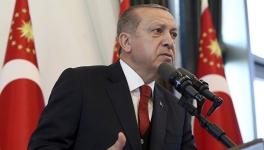 Эрдоган обвиняет США в поставке оружия для сил самообороны сирийских курдов и заявляет о готовности начать в Сирии спецоперацию.