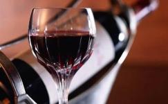 Красное вино оказалось полезным для похудения