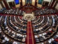 Парламент закрепил передачу полномочий от Президента правительству