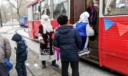 В канун нового года трамвайщики запустили праздничный вагон