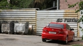 Организаторов стихийных автостоянок наказали в Павлодаре