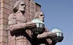 Что держат в своих руках финские атланты? Фонари железнодорожного вокзала Хельсинки
