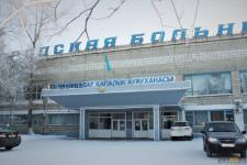 Павлодарские медики рассказали о состоянии женщины, пострадавшей после падения в яму с кипятком