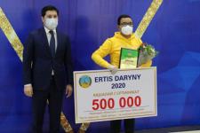 Павлодарскому школьнику вручили полмиллиона тенге за волонтерство