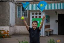 Тысячи рисунков с изображением государственного флага вывесили на окна павлодарцы