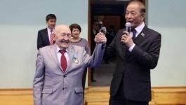Мажилисмен предложил внести в Книгу рекордов Гиннеса 90-летнего Рафаэля Вахитова