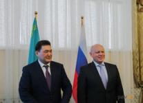 Дальнейшее развитие транспортной системы приграничных областей обсудили Булат Бакауов и губернатор Омской области