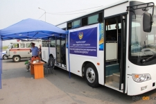 Павлодарские полицейские встречают дальнобойщиков чаем с баурсаками
