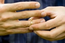 Исключить развод из услуг павлодарских ЦОНов просят депутаты