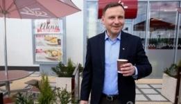 Новый президент Польши после победы на выборах раздавал кофе у метро