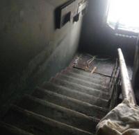 В Павлодаре в жилом доме загорелся подъезд