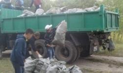 Тысячи мешков мусора