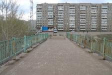 Штраф в семь тысяч тенге грозит павлодарцам за езду по пешеходному мосту через Усолку