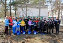 Саженцы 25 пирамидальных тополей подарили работники АО «Алюминий Казахстана» особенным детям