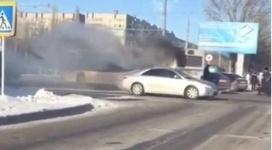 Пассажирский автобус загорелся в центре Павлодара