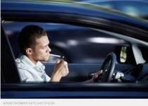 В Казахстане могут запретить курение за рулем