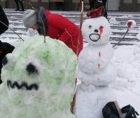 Армия из ста снеговиков появилась у здания павлодарского вуза