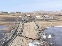 Спасатели и жители почти сутки защищали село от наводнения
