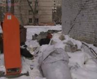 Кучи мусора в павлодарских дворах прокомментировали чиновники и монополист