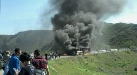 Пассажирский автобус сгорел на трассе в Алматинской области