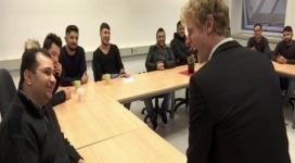 Курсы флирта для беженцев открылись в Германии