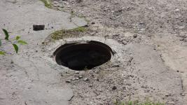 Аким Экибастуза рассказал о том, как решают проблемы с канализационными люками в городе