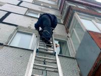 Спасатели приехали вызволять из запертой квартиры павлодарца, но его не оказалось дома